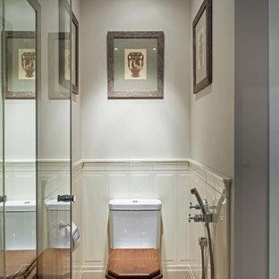 Неиссякаемый источник вдохновения для домашнего уюта: туалет в стиле современная классика с раздельным унитазом и серыми стенами