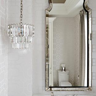 Идея дизайна: туалет среднего размера в классическом стиле с белыми фасадами, бежевыми стенами, полом из керамической плитки, врезной раковиной, столешницей из искусственного кварца, бежевым полом, разноцветной столешницей и фасадами островного типа