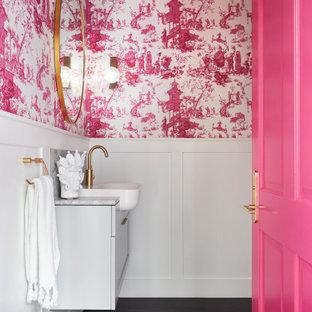 メルボルンの小さいエクレクティックスタイルのおしゃれなトイレ・洗面所 (フラットパネル扉のキャビネット、白いキャビネット、マルチカラーの壁、オーバーカウンターシンク、大理石の洗面台、茶色い床、グレーの洗面カウンター) の写真