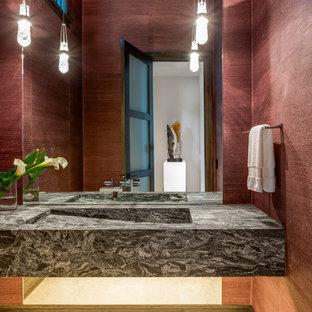 デトロイトのラスティックスタイルのおしゃれなトイレ・洗面所 (一体型シンク、マルチカラーの洗面カウンター) の写真