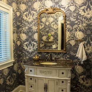 Imagen de aseo tradicional, de tamaño medio, con armarios con paneles empotrados, puertas de armario blancas, paredes multicolor, suelo de ladrillo, lavabo bajoencimera, encimera de granito, suelo beige y encimeras marrones