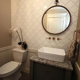 Cette photo montre un petit WC et toilettes chic avec un placard en trompe-l'oeil, des portes de placard grises, un WC séparé, un carrelage blanc, des carreaux de porcelaine, un mur gris, un sol en carrelage de porcelaine, une vasque et un plan de toilette en granite.