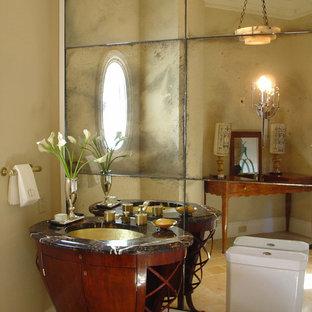 シカゴのトラディショナルスタイルのおしゃれなトイレ・洗面所 (アンダーカウンター洗面器、濃色木目調キャビネット、ミラータイル、家具調キャビネット) の写真