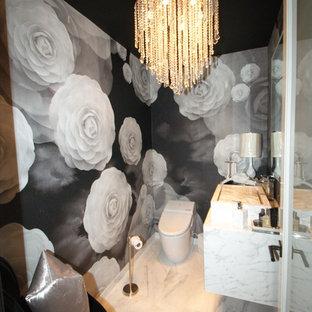 Идея дизайна: маленький туалет в современном стиле с раковиной с несколькими смесителями, белыми фасадами, столешницей из оникса, унитазом-моноблоком и мраморным полом