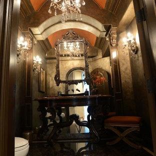 На фото: маленький туалет в викторианском стиле с фасадами островного типа, темными деревянными фасадами, коричневыми стенами, полом из керамогранита, настольной раковиной и коричневым полом