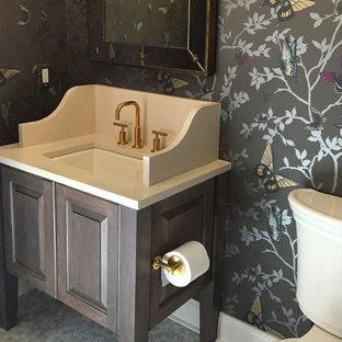 На фото: с высоким бюджетом туалеты среднего размера в классическом стиле с фасадами с выступающей филенкой, фасадами цвета дерева среднего тона, раздельным унитазом, разноцветной плиткой, плиткой мозаикой, разноцветными стенами, полом из мозаичной плитки, врезной раковиной и столешницей из искусственного кварца