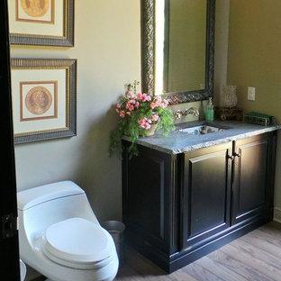 フィラデルフィアのラスティックスタイルのおしゃれなトイレ・洗面所の写真