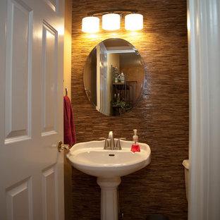 На фото: маленький туалет в стиле современная классика с раздельным унитазом, бежевой плиткой, стеклянной плиткой, бежевыми стенами, полом из керамической плитки, раковиной с пьедесталом и столешницей из искусственного камня с