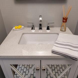 Идея дизайна: маленький туалет в стиле современная классика с стеклянными фасадами, белыми фасадами, серыми стенами, мраморным полом, врезной раковиной, столешницей из кварцита, белым полом и белой столешницей