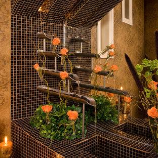 Идея дизайна: туалет с столешницей из плитки, коричневой плиткой и коричневыми стенами
