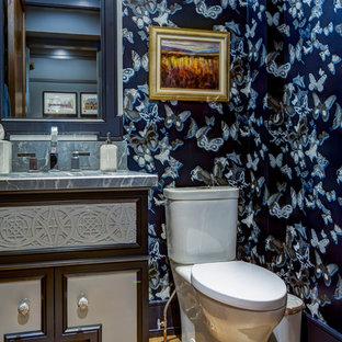 Стильный дизайн: туалет среднего размера в стиле современная классика с фасадами островного типа, раздельным унитазом, синими стенами, светлым паркетным полом, врезной раковиной, столешницей из талькохлорита и коричневым полом - последний тренд