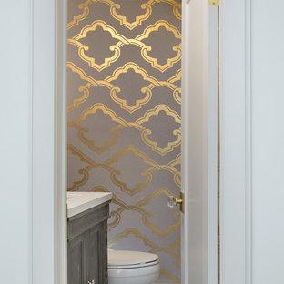 Inspiration för ett mellanstort vintage toalett, med luckor med infälld panel, grå skåp, en toalettstol med separat cisternkåpa, grå väggar, marmorgolv, ett undermonterad handfat, bänkskiva i akrylsten och grått golv
