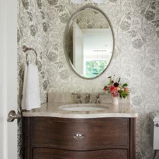 Immagine di un piccolo bagno di servizio country con consolle stile comò, ante in legno bruno, pareti beige, parquet scuro, lavabo sottopiano, top in pietra calcarea e pavimento marrone