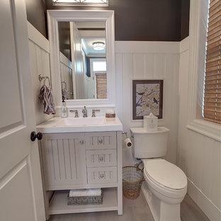 На фото: туалет среднего размера в современном стиле с фасадами островного типа, бежевыми фасадами, раздельным унитазом, полом из керамической плитки и монолитной раковиной с
