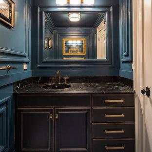 Пример оригинального дизайна: туалет среднего размера в современном стиле с врезной раковиной, раздельным унитазом, фасадами с декоративным кантом, темными деревянными фасадами, черной плиткой, коричневой плиткой, плиткой из листового камня, синими стенами, полом из цементной плитки, столешницей из оникса и синим полом