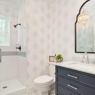 На фото: с высоким бюджетом маленькие туалеты в стиле модернизм с фасадами с декоративным кантом, синими фасадами, раздельным унитазом, белой плиткой, керамической плиткой, белыми стенами, мраморным полом, врезной раковиной, мраморной столешницей, белым полом и белой столешницей