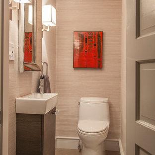 На фото: маленький туалет в стиле модернизм с подвесной раковиной, плоскими фасадами, темными деревянными фасадами, унитазом-моноблоком, серой плиткой, каменной плиткой, серыми стенами и полом из известняка