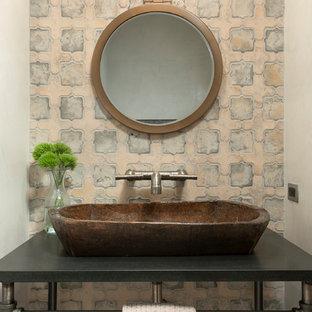 Foto de aseo de estilo de casa de campo, pequeño, con armarios abiertos, baldosas y/o azulejos azules, baldosas y/o azulejos de piedra, paredes beige, lavabo sobreencimera y encimera de granito
