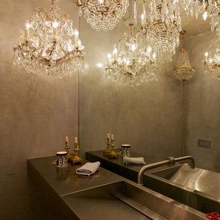 Imagen de aseo actual con encimera de acero inoxidable, lavabo integrado y paredes grises