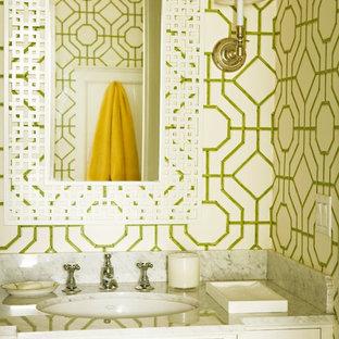 Новый формат декора квартиры: туалет в классическом стиле с мраморной столешницей