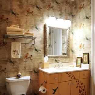 Идея дизайна: туалет среднего размера в стиле фьюжн с плоскими фасадами, желтыми фасадами, унитазом-моноблоком, разноцветной плиткой, разноцветными стенами, врезной раковиной, столешницей из искусственного камня и бежевым полом