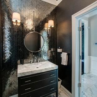 Неиссякаемый источник вдохновения для домашнего уюта: туалет в стиле современная классика с плоскими фасадами, черными фасадами, черными стенами, монолитной раковиной, разноцветным полом, черной плиткой и серой столешницей