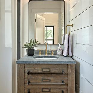 На фото: маленький туалет в стиле кантри с фасадами островного типа, темными деревянными фасадами, белыми стенами, врезной раковиной и серой столешницей с