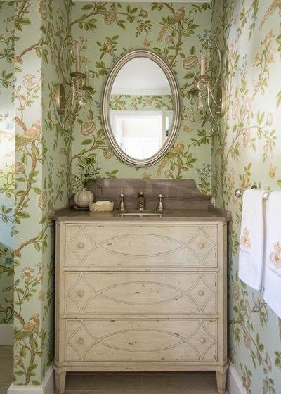 Shabby chic-inspirerad Toalett by Shannon Ggem Design