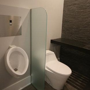 На фото: туалет в современном стиле с каменной плиткой, белыми стенами, полом из керамогранита, столешницей из дерева, серым полом и писсуаром с