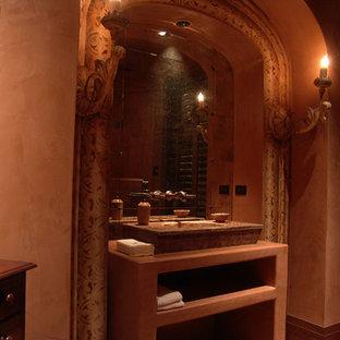 サンフランシスコの中くらいの地中海スタイルのおしゃれなトイレ・洗面所 (オープンシェルフ、ベージュの壁、ベージュのキャビネット、トラバーチンの洗面台) の写真