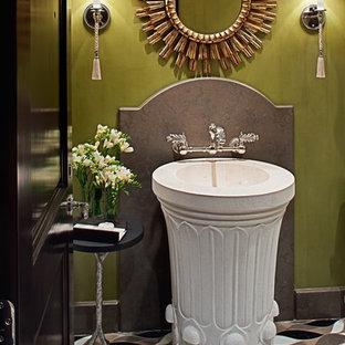 Immagine di un bagno di servizio chic con piastrelle di pietra calcarea