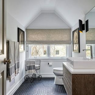 ニューヨークの中くらいのトランジショナルスタイルのおしゃれなトイレ・洗面所 (フラットパネル扉のキャビネット、濃色木目調キャビネット、白い壁、モザイクタイル、ベッセル式洗面器、人工大理石カウンター、黒い床、分離型トイレ) の写真