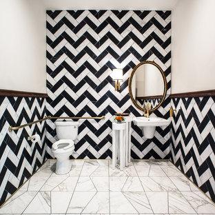 Exemple d'un WC et toilettes éclectique de taille moyenne avec un carrelage de pierre, un sol en marbre, un lavabo suspendu, un WC séparé et un carrelage noir et blanc.