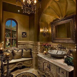 フェニックスの巨大なラスティックスタイルのおしゃれなトイレ・洗面所 (家具調キャビネット、ヴィンテージ仕上げキャビネット、一体型トイレ、マルチカラーのタイル、モザイクタイル、マルチカラーの壁、トラバーチンの床、ベッセル式洗面器、珪岩の洗面台、マルチカラーの床、マルチカラーの洗面カウンター) の写真