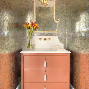 Foto de aseo tradicional, de tamaño medio, con armarios con paneles lisos, lavabo bajoencimera, encimera de mármol, encimeras blancas, suelo de madera en tonos medios, suelo marrón y puertas de armario naranjas