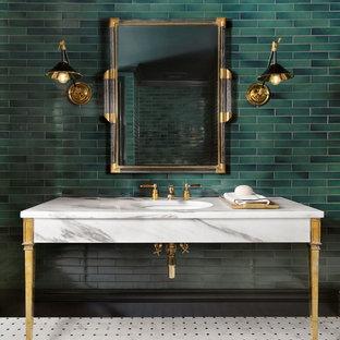 セントルイスのトラディショナルスタイルのおしゃれなトイレ・洗面所 (緑のタイル、サブウェイタイル、緑の壁、アンダーカウンター洗面器、大理石の洗面台、マルチカラーの床、白い洗面カウンター) の写真