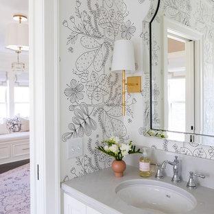 Источник вдохновения для домашнего уюта: маленький туалет в стиле современная классика с фасадами с утопленной филенкой, белыми фасадами, врезной раковиной, серой столешницей, белыми стенами и столешницей из гранита