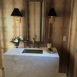 デンバーの広いトランジショナルスタイルのおしゃれなトイレ・洗面所 (テラゾーの床、ベージュの床) の写真