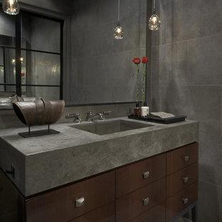 シカゴのトランジショナルスタイルのおしゃれなトイレ・洗面所 (ライムストーンタイル) の写真