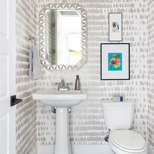 На фото: туалет среднего размера в стиле современная классика с унитазом-моноблоком, полом из мозаичной плитки, консольной раковиной, столешницей из искусственного кварца, черным полом и белой столешницей