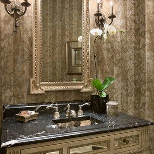 Свежая идея для дизайна: туалет среднего размера в классическом стиле с стеклянными фасадами, искусственно-состаренными фасадами, бежевыми стенами, мраморным полом, врезной раковиной, мраморной столешницей и черным полом - отличное фото интерьера