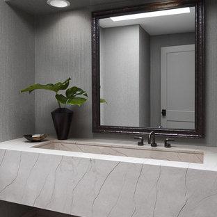 Immagine di un piccolo bagno di servizio minimal con consolle stile comò, ante beige, WC a due pezzi, pareti grigie, pavimento in travertino, lavabo rettangolare, top in pietra calcarea e pavimento multicolore