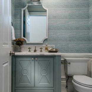 На фото: туалеты в стиле современная классика с фасадами с декоративным кантом, синими фасадами, раздельным унитазом, синей плиткой, синими стенами, врезной раковиной, белым полом и белой столешницей