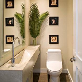 На фото: со средним бюджетом маленькие туалеты в стиле модернизм с фасадами островного типа, столешницей из бетона, серой плиткой и серой столешницей