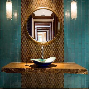 マイアミのコンテンポラリースタイルのおしゃれなトイレ・洗面所 (青いタイル、茶色いタイル、サブウェイタイル、ベッセル式洗面器) の写真