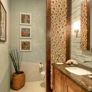 На фото: туалеты в современном стиле с врезной раковиной, фасадами с утопленной филенкой, фасадами цвета дерева среднего тона, серыми стенами и синей плиткой