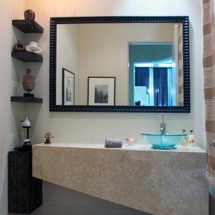 Immagine di un grande bagno di servizio contemporaneo con lavabo a bacinella, piastrelle beige, pareti beige, pavimento in pietra calcarea e top in pietra calcarea
