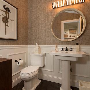 Свежая идея для дизайна: туалет среднего размера в современном стиле с плоскими фасадами, темными деревянными фасадами, раздельным унитазом, бежевыми стенами, темным паркетным полом, раковиной с пьедесталом, столешницей из искусственного камня, коричневым полом и белой столешницей - отличное фото интерьера