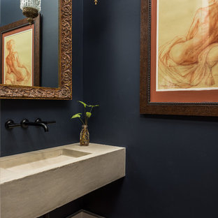 Modelo de aseo mediterráneo con lavabo integrado, encimera de cemento y paredes azules