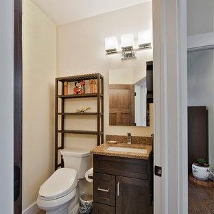 Foto de aseo de estilo zen, pequeño, con armarios estilo shaker, puertas de armario de madera en tonos medios, sanitario de dos piezas, paredes beige, suelo de baldosas de porcelana, lavabo bajoencimera, encimera de granito, suelo marrón y encimeras marrones